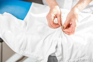 بستن زیپ و دکمه لباس ها