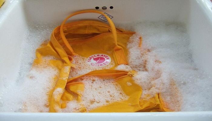 نحوه شستن کیف برزنتی