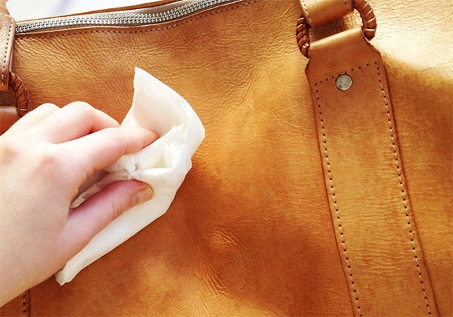حذف لکه و نحوه شستن کیف برزنتی