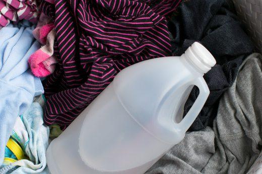 افزودن سرکه به منظور جلوگیری از رنگ پس دادن لباس