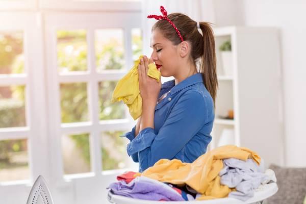 بهترین ترفند برای بهترین روش برای از بین بردن بوی بد لباس