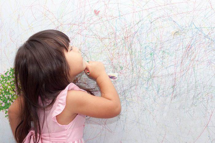 روش تمیز کردن دیوار گچی از خودکار